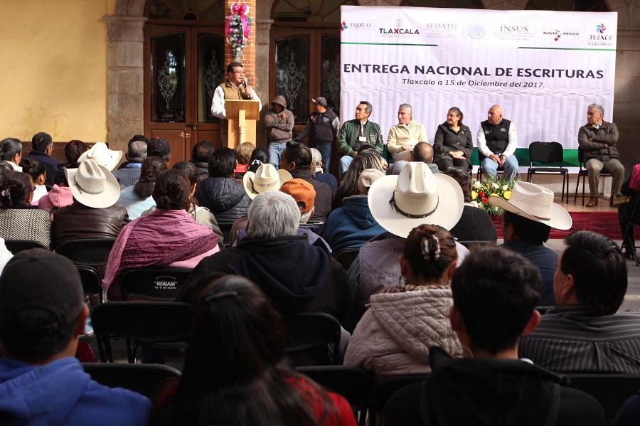 ENTREGAN GOBIERNOS FEDERAL Y ESTATAL  100 ESCRITURAS A FAMILIAS TLAXCALTECAS